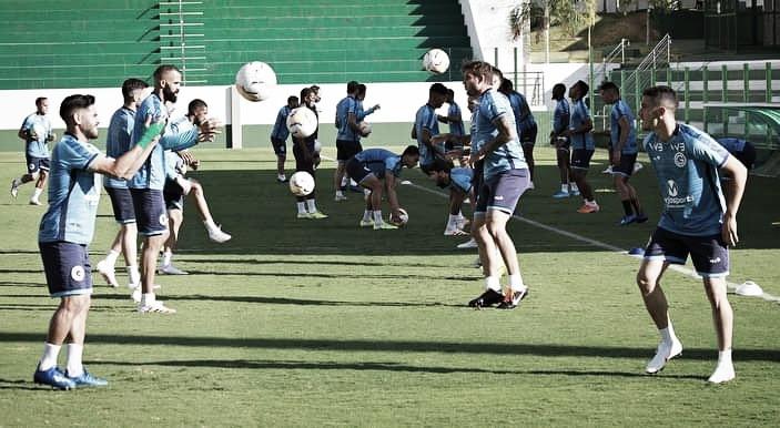 Com dez casos de Covid-19 no elenco, Goiás tenta adiamento da partida contra São Paulo