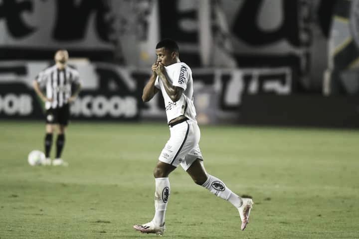 Arthur Gomes marca contra Atlético-MG e diz não guardar mágoa de Sampaoli