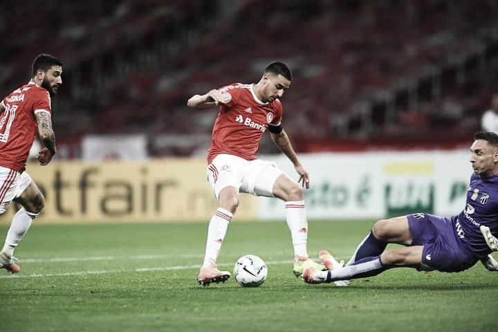 """Thiago Galhardo comemora fase pessoal e liderança do Internacional: """"Momento mágico"""""""