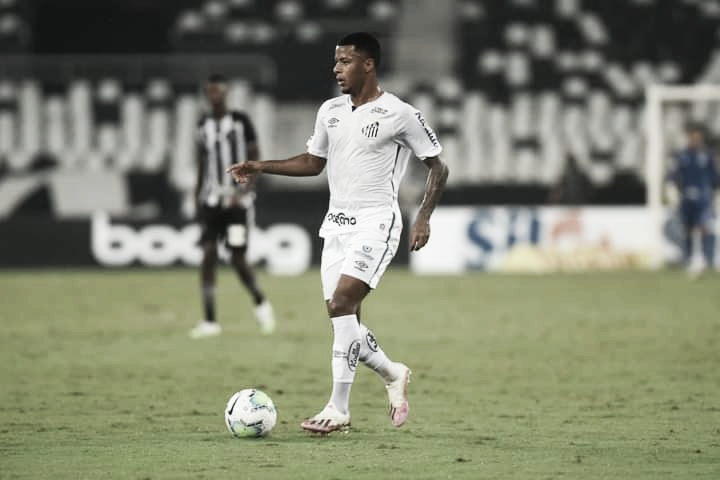 """Arthur Gomes projeta partida contra Delfín: """"Libertadores é sempre muito disputada"""""""