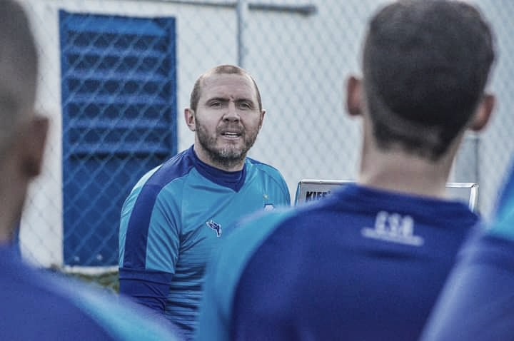 """Mozart Santos aprova desempenho do CSA após terceira vitória seguida: """"Jogo muito sólido"""""""