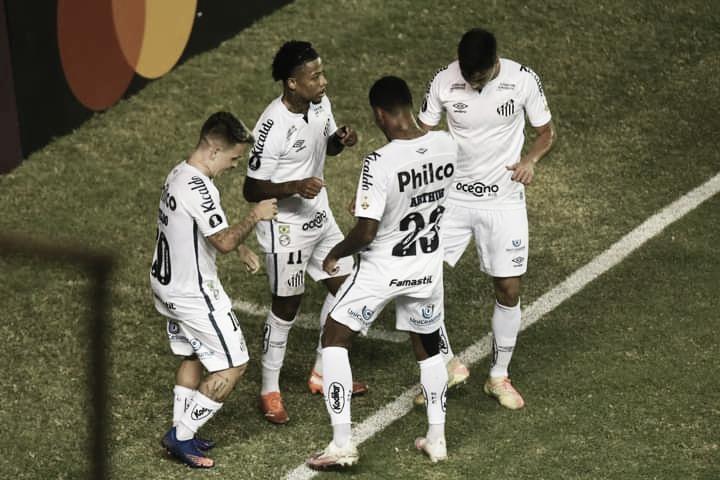 Santos anuncia fim do bloqueio com a Fifa após acordo com Hamburgo