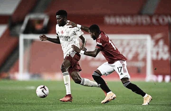 Com gol de Auba, Arsenal vence Manchester United e encerra tabu de 14 anos