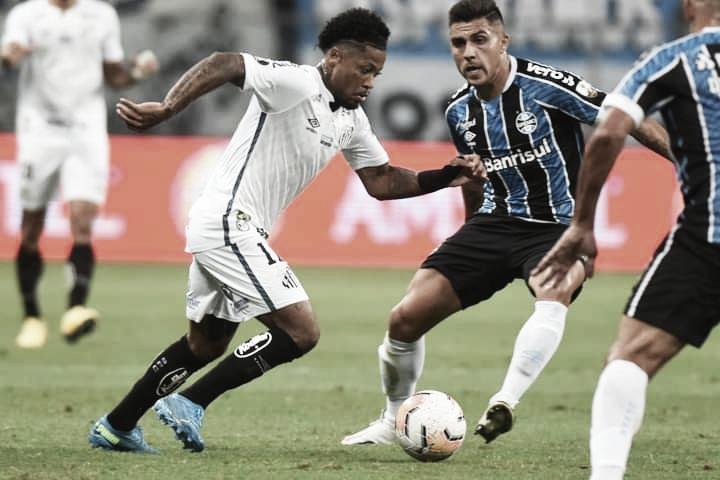 Santos sai na frente, mas Grêmio arranca empate com pênalti no fim