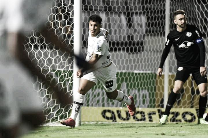 """Em noite dos """"Marcos"""", Santos arranca empate com Bragantino"""