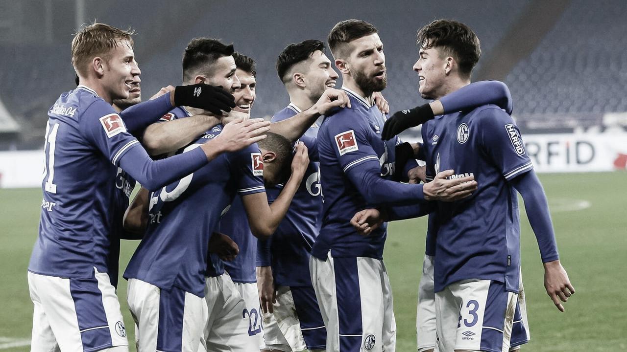 Kolasinac celebra goleada do Schalke e quebra de jejum de vitórias de mais de um ano