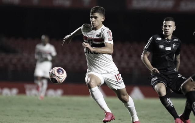 """Vitor Bueno elogia Pablo após virada contra o Santos: """"Resolveu o jogo para nós"""""""