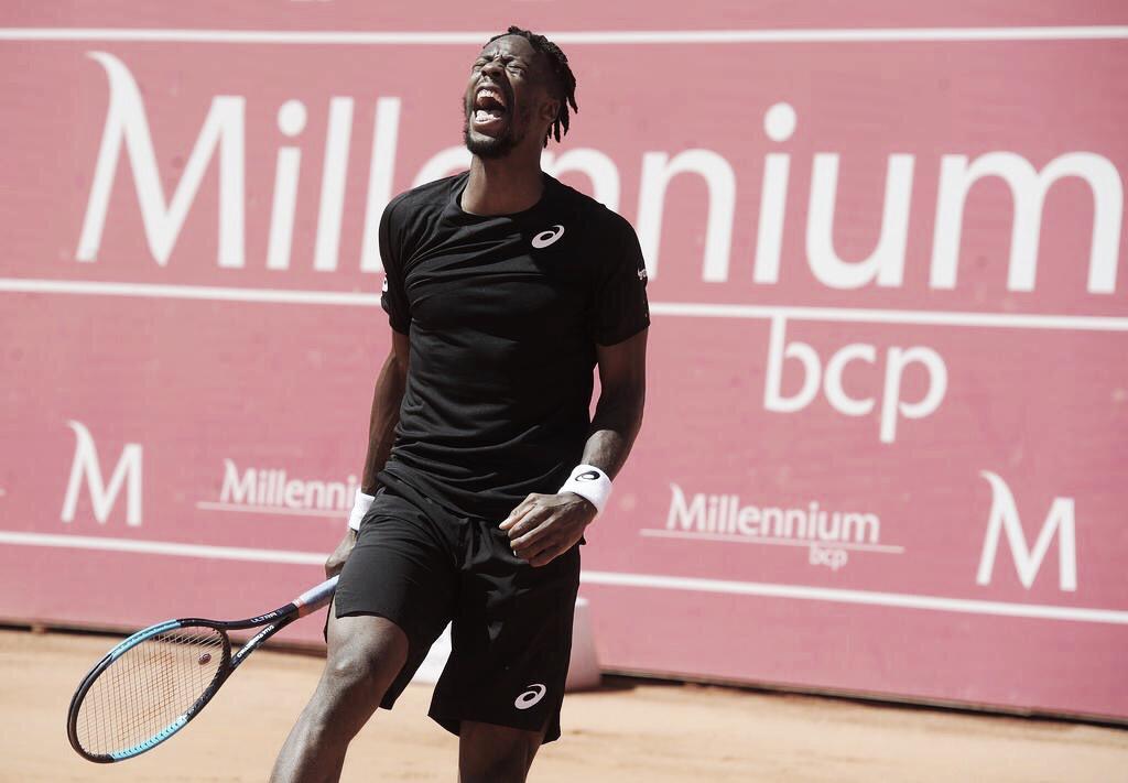Monfils leva susto, mas consegue se recuperar e vai às quartas do ATP 250 de Estoril