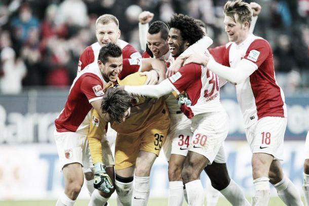 Augsburg arranca empate frente ao Bayer Leverkusen com gol de goleiro no último minuto