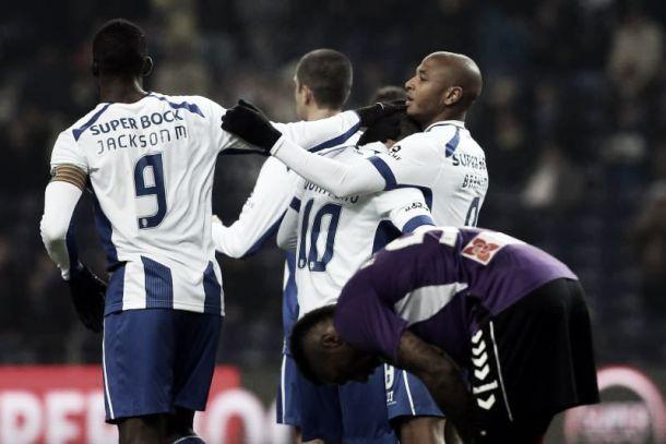 FC Porto goleia sadinos na chegada da quadra natalícia