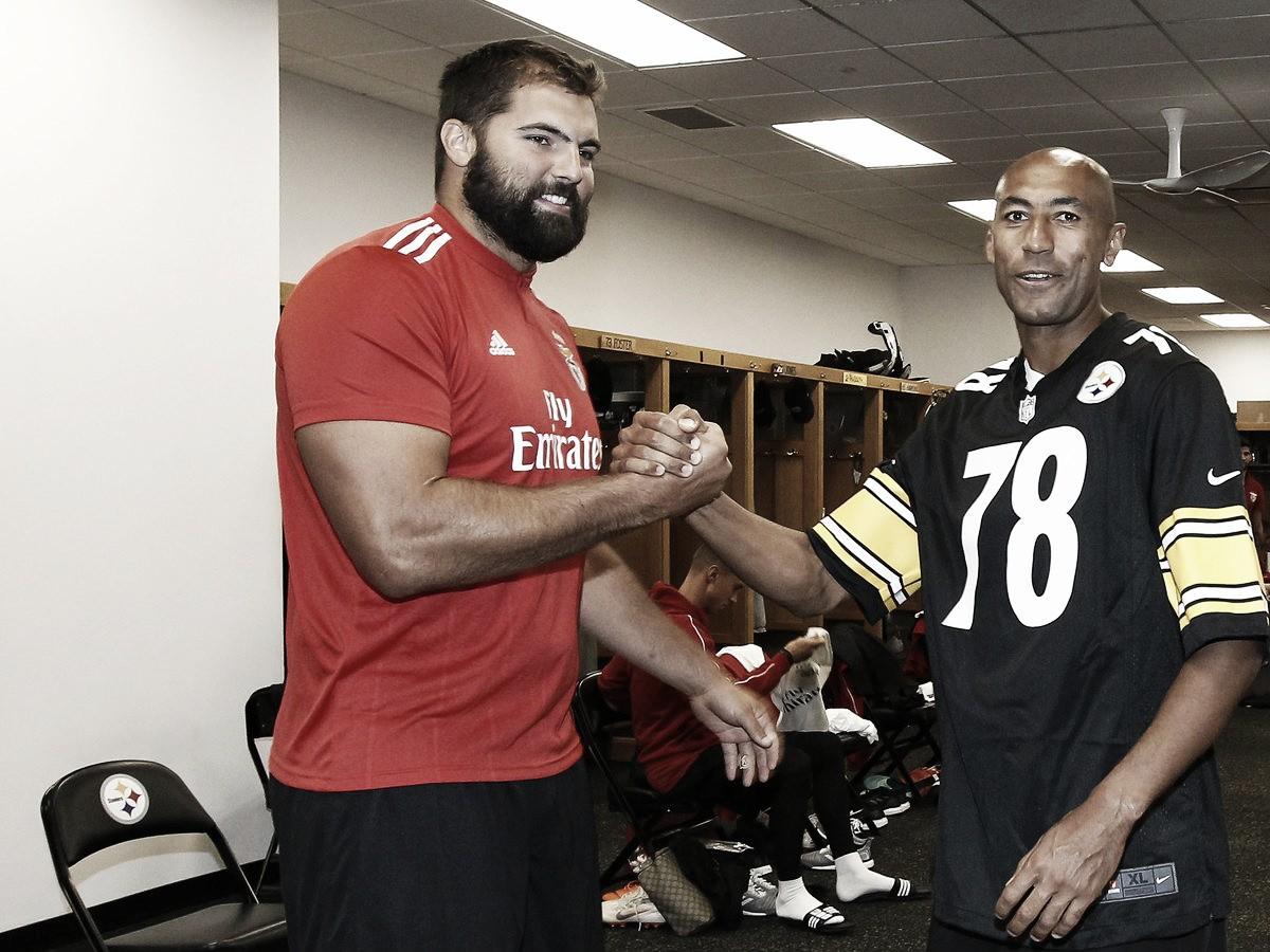 Defensor dos Steelers, Alejandro Villanueva dá boas vindas ao Benfica em Pittsburgh