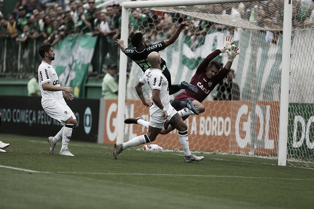 Com gol nos acréscimos, Chapecoense vence o Atlético-MG e deixa o Z-4