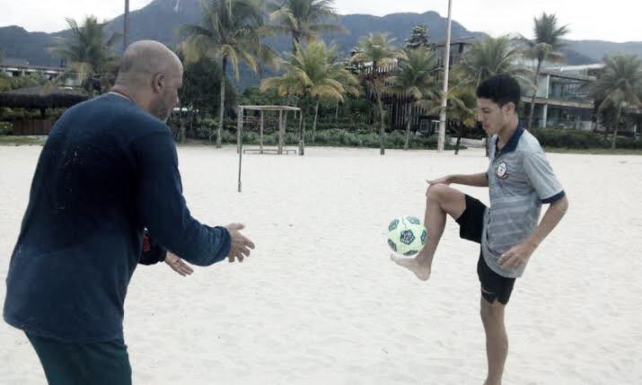 Macaé esboça retorno às atividades e prepara jovens da base para elenco principal