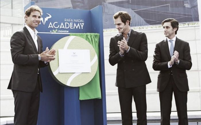 """Federer e Nadal prestam-se homenagens na inauguração da """"Rafa Nadal Academy"""""""