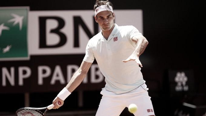 Federer sobrevive a Coric e assegura vaga nas quartas em Roma