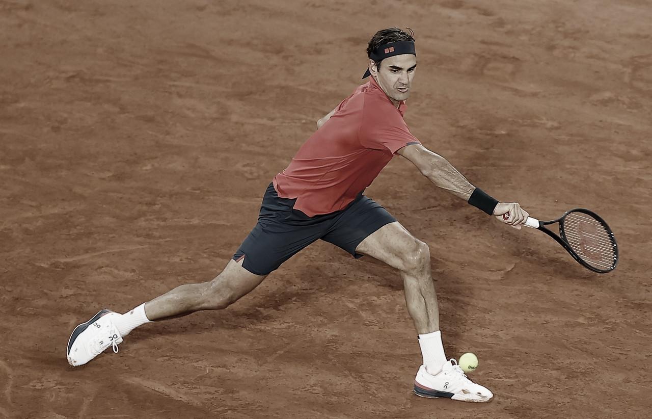 Federer batalla para avanzar en Roland Garros