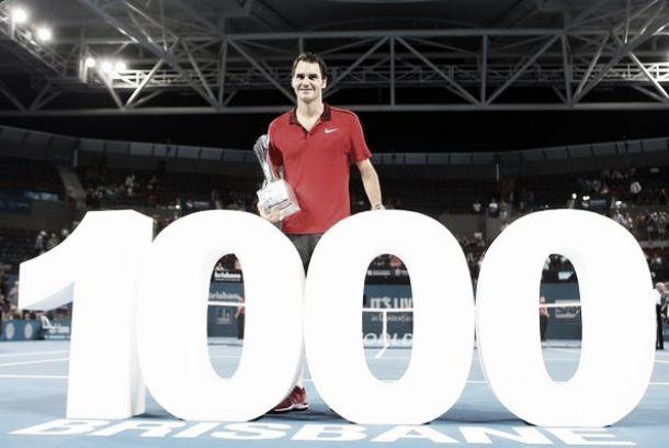 Trofeo y victoria mil para Roger