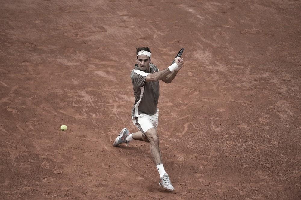 No retorno à Roland Garros após quatro anos, Federer passa fácil por Sonego