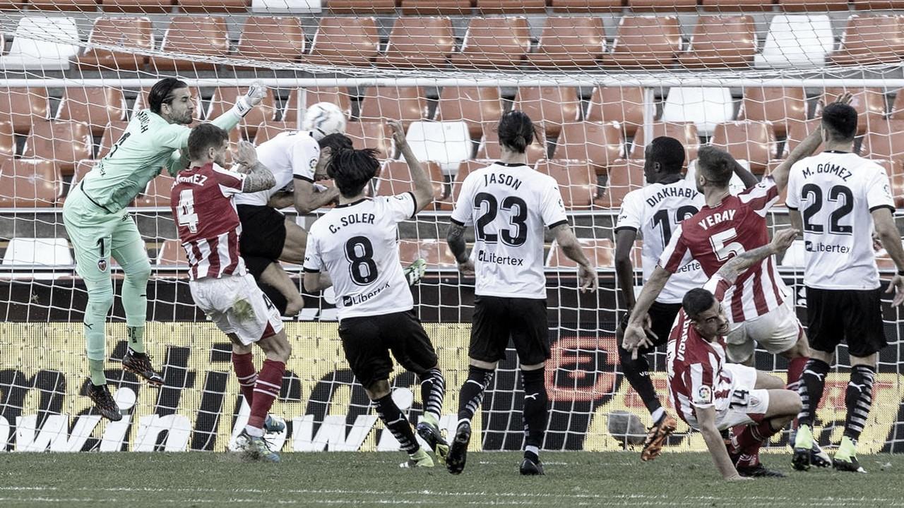 Valencia arranca empate nos minutos finais contra Athletic Bilbao
