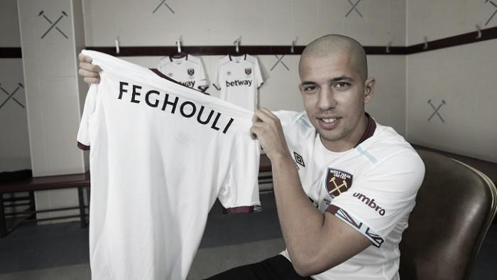 Com contrato expirando no Valencia, meia Feghouli assina com West Ham a custo zero
