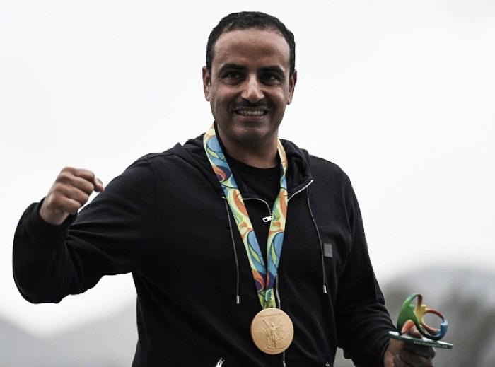 Competindo sob bandeira do COI, kuwaitiano conquista ouro olímpico no tiro esportivo