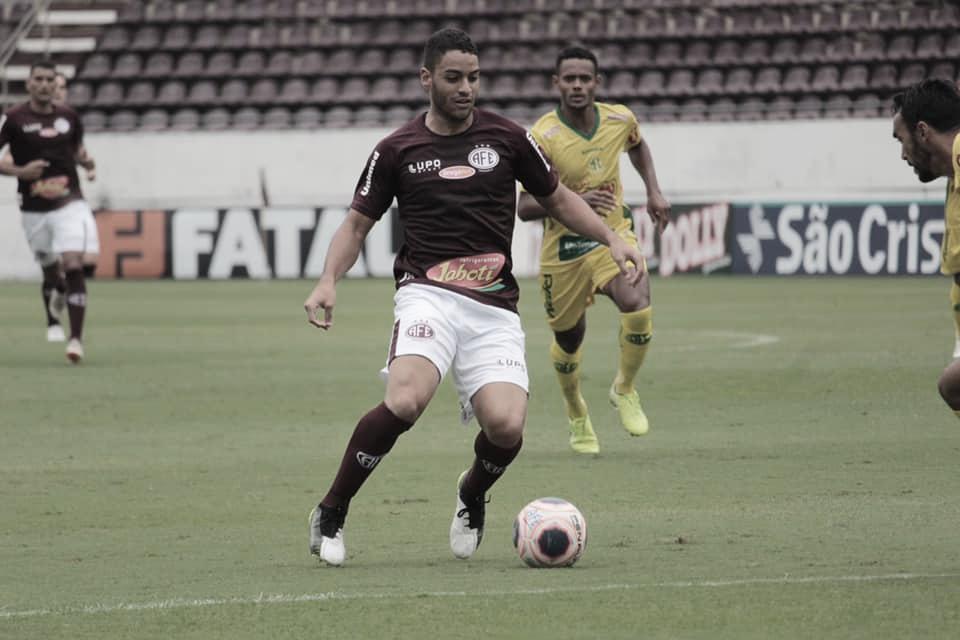 De volta à Ferroviária, meia Felipe Ferreira espera bom resultado diante do Santos