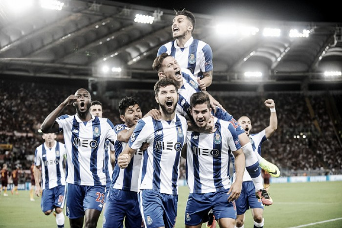 Porto aproveita expulsões, reverte vantagem da Roma e se garante na fase de grupos da UCL