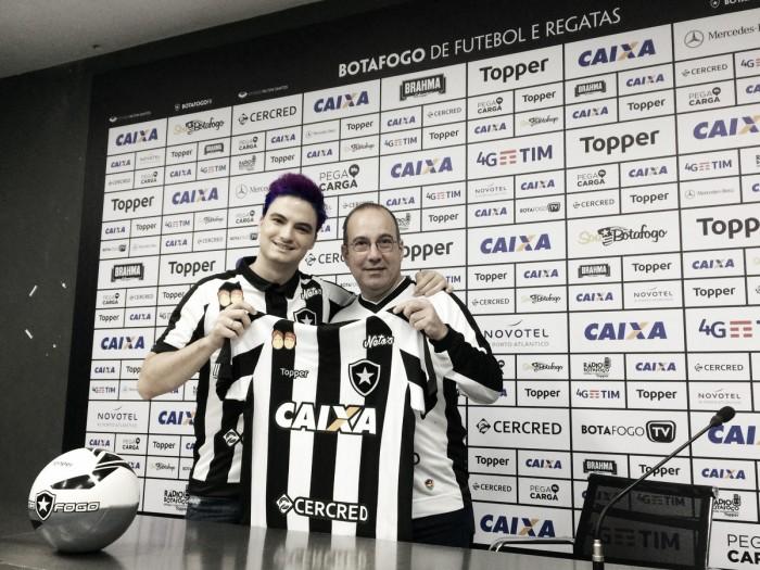 Botafogo anuncia parceria com empresa de Felipe Neto para jogo contra Palmeiras
