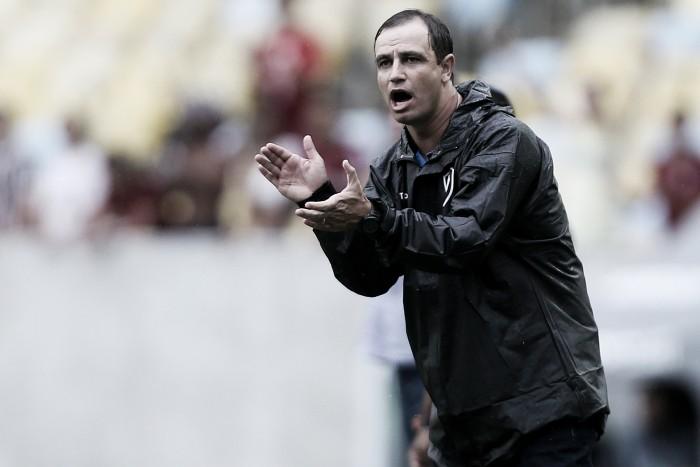 Felipe Conceição elogia Bota na primeira etapa mas reconhece queda no segundo tempo