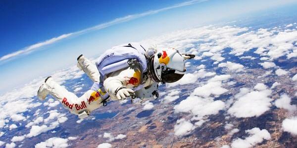 Felix Baumgartner si lancerá da 36.000 metri in caduta libera