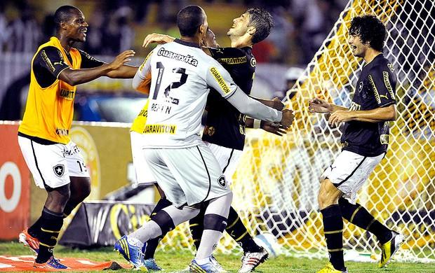 Botafogo vence o Vasco e praticamente elimina o rival do Carioca
