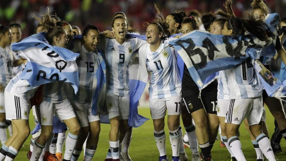 El fútbol femenino ya es profesional