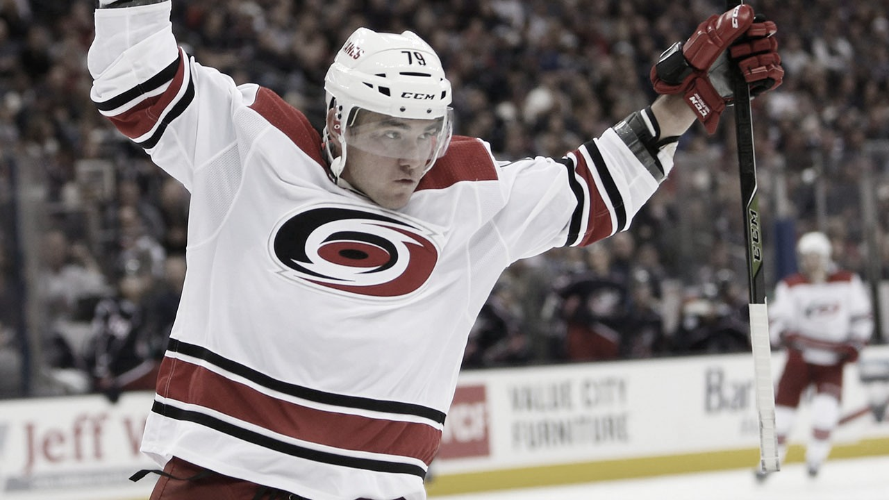 Vancouver firma a Micheal Ferland