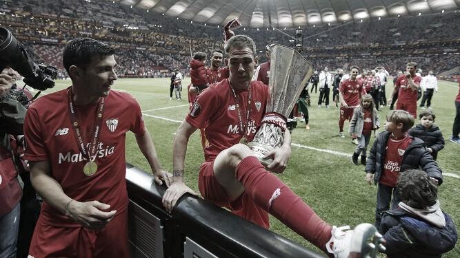 Fernando Navarro vuelve al Sevilla