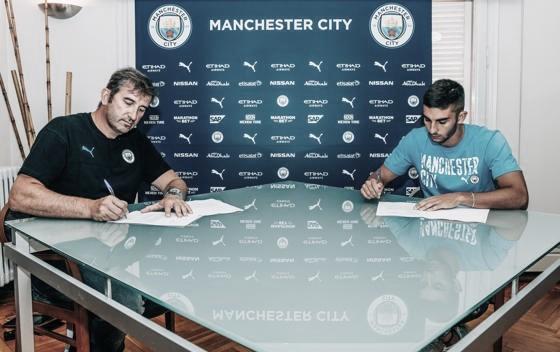 Manchester City anuncia contratação de jovem atacante Ferrán Torres, ex-Valencia