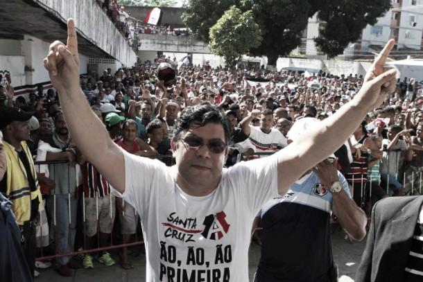 """Presidente do Santa Cruz afirma manter base para Série A em 2016: """"Grupo de homens com caráter"""""""