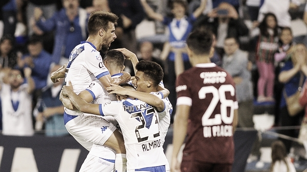 Vélez y Lanús se miden por la Superliga