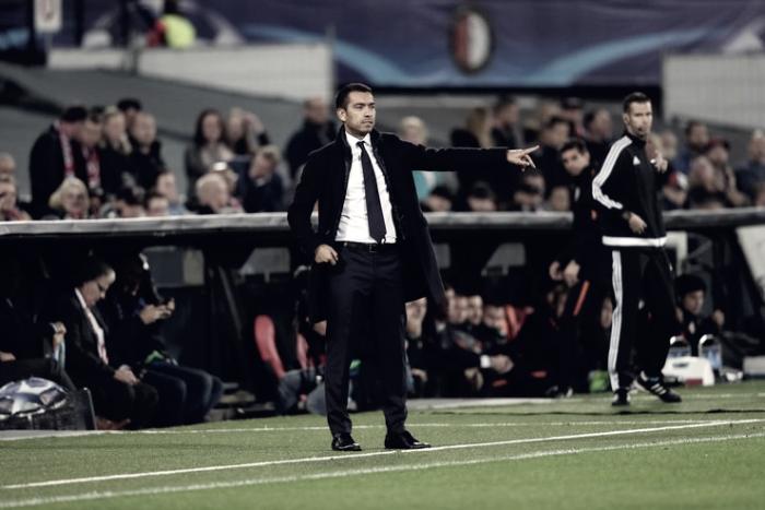 """Van Bronckhorst: """"El equipo ha jugado bien hoy respecto a los primeros partidos"""""""
