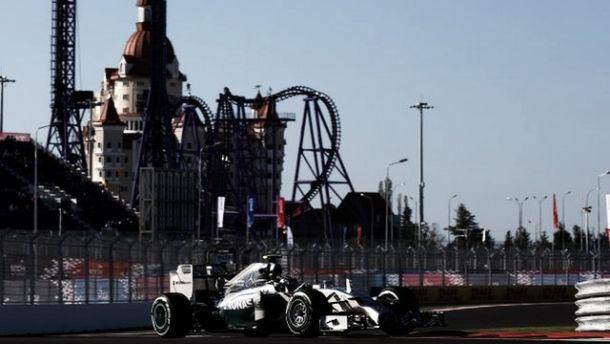 Lewis Hamilton se lleva el segundo asalto de la Fórmula 1 en Rusia