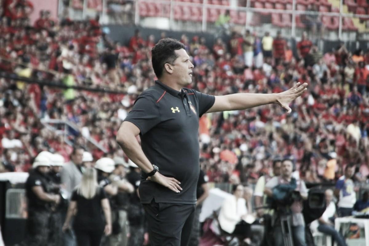 Claudinei Oliveira critica gramado da Ilha após primeira derrota do Sport em casa