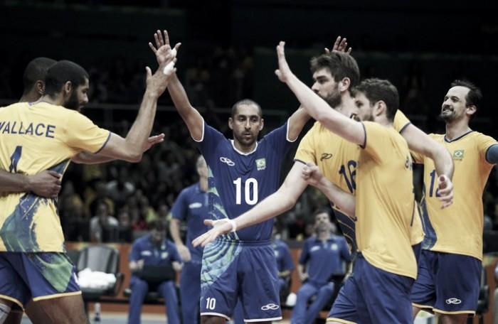 Brasil vence França no vôlei masculino e se classifica às quartas