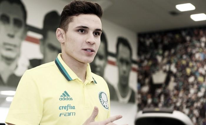 """Na chegada ao Palmeiras, Raphael Veiga revela torcida desde infância: """"Realizando um sonho"""""""