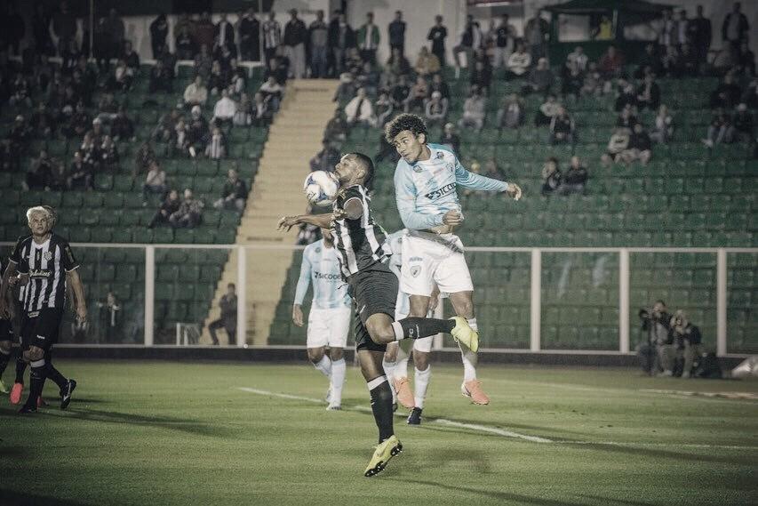Londrina sai na frente com um a menos, mas Figueirense busca empate no Scarpelli