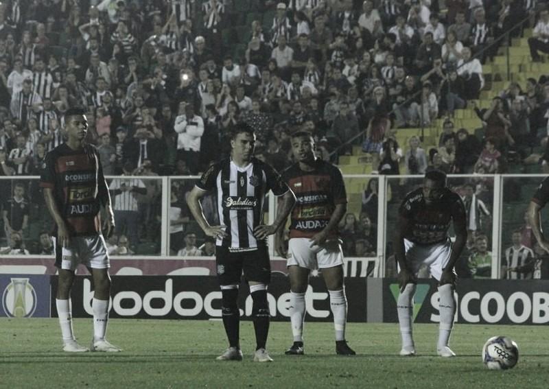 Figueirense sofre dois gols seguidos, perde para Oeste e alcança 17º jogo sem vitória