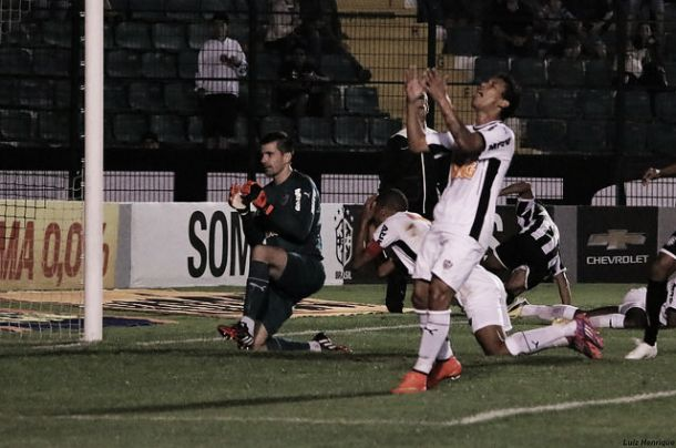Figueirense marca nos acréscimos e arranca empate do Atlético-MG