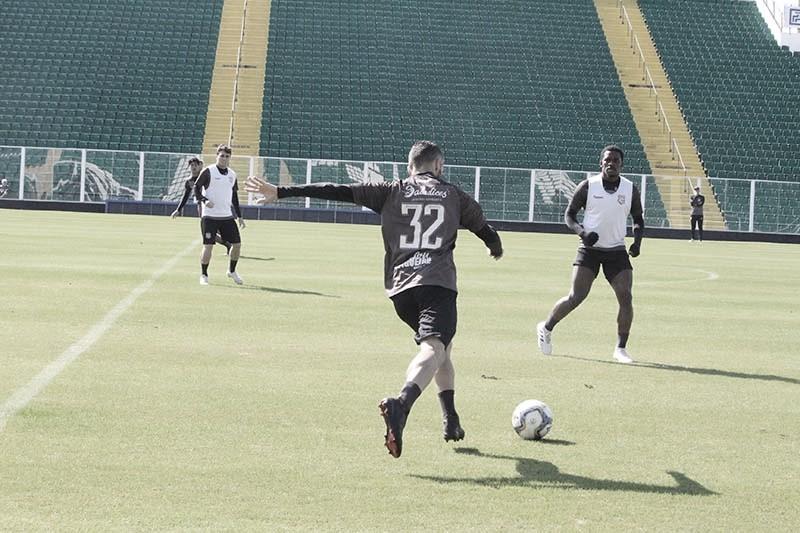 Jogadores encerram greve, e Figueirense enfrenta CRB em Florianópolis