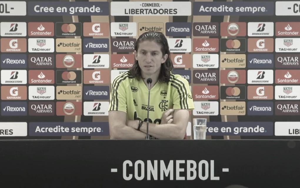 """Filipe Luís projeta ida contra o Inter na Libertadores: """"Não podemos tomar contra-ataques"""""""