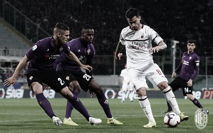 Milan vence Fiorentina fora de casa e segue vivo na briga por vaga à Champions League