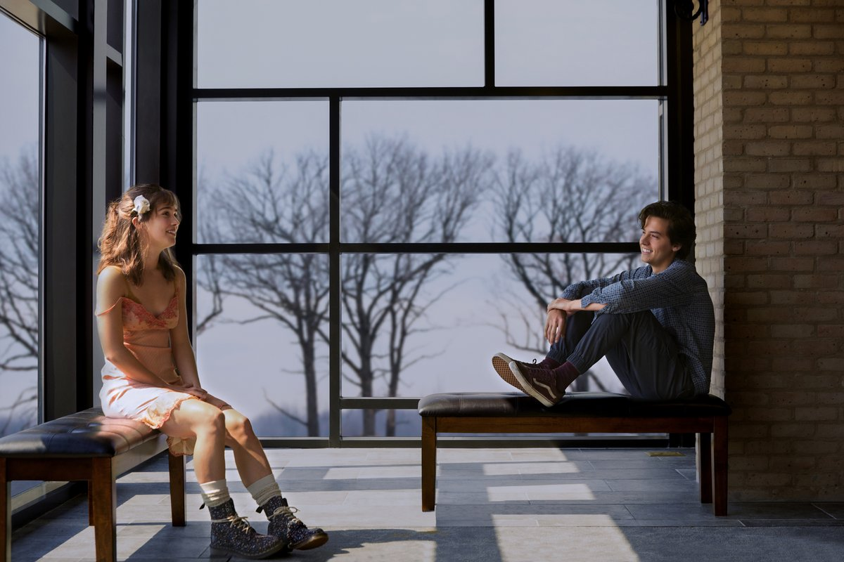 Trailer de 'Five Feet Apart', novo romance de Cole Sprouse, é divulgado