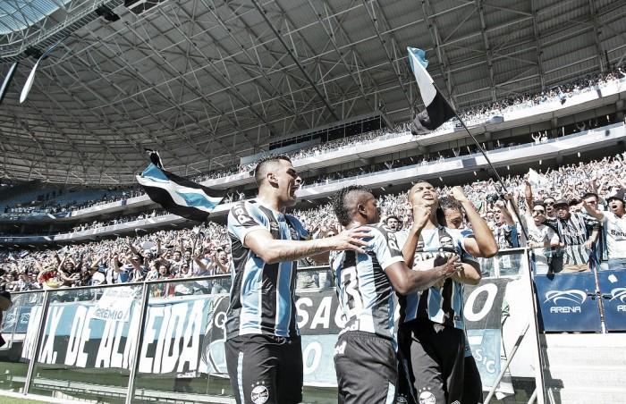 Com recorde de público, Grêmio é cirúrgico no ataque, vence Corinthians e entra no G-4